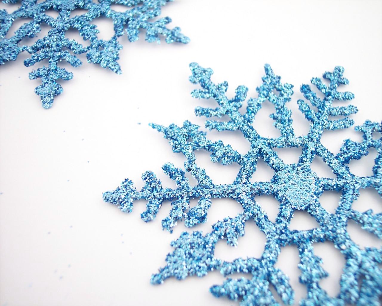 Bluew Snowflake With White Backgound